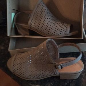 Girls sandals- never worn